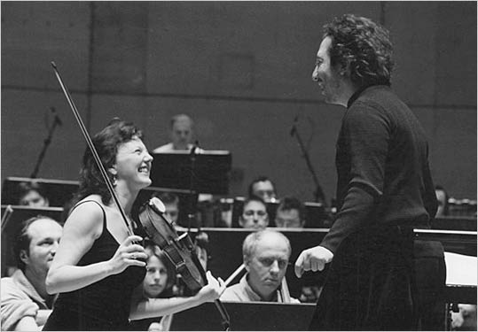 Tasmin and conductor George Pehlivanian during rehearsals